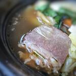 オ・ボルドー・フクオカ - *薩摩牛「4%の奇跡」の肩肉はよく煮込まれ、柔らかいこと。 煮込まれているので本来の旨みまでは私の舌ではわかりませんけれど、美味しいお肉でした。 2種類のソーセージも美味しく、コンソメ風味のスープもいい味わい。
