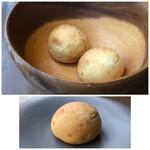 オ・ボルドー・フクオカ - 自家製パン・・無農薬のミカンの皮を練り込んだパン。ほんのりミカンの香りがします。