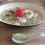 キッチングリーン - キッチングリーン特製ヌードルの鶏とトマト650円。