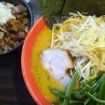 ラーメン道楽 - 味噌ラーメン+ネギ+わかめ+チャーシュー丼