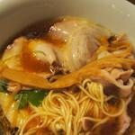 Japanese Ramen Noodle Lab Q - 清湯 全部トッピング(メンマ)