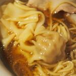 Japanese Ramen Noodle Lab Q - 清湯 全部トッピング(ワンタン)