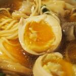 Japanese Ramen Noodle Lab Q - 清湯 全部トッピング(とろ玉子)
