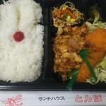 とんぼ - 料理写真:とんぼ弁当(鳥の唐揚げとイカフライ) 520円