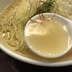 Menyakaijin - 透き通ったスープ。とても上品な味がします。