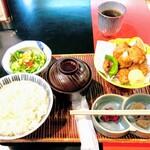 いけ田 - 若鶏竜田揚御膳 30年以上に渡って供され続けてきたメニューの完成度が素晴らしい。