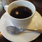 コーネル - チーズケーキはホットコーヒーに合うように作ったって、 前にマスターから聞きました。熱い珈琲と一緒にお口に入れると、 とろけるようになってるそうです。美味しいのでぜひ食べてみて!