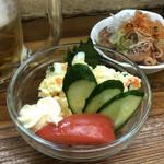 126273563 - ポテトサラダ、小もつ煮                       ひとりなら小もつ煮で十分