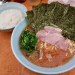 らー麺 家道 - 家系中華蕎麦・並(650円)+海苔増し(50円)+並ライス(サービス)