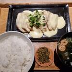 伊右衛門サロン - 鶏もも肉のソテー