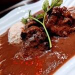バスクバル・チャコリ - 柔らか~くなるまでじっくり煮込んだ『牛ほほ肉のバスク風煮込み』