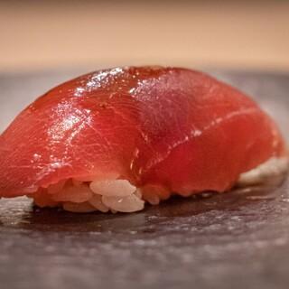 伝統と革新が生み出す、すがひさの鮨をご堪能ください