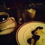 カフェ・ラ・バスティーユ - コーヒーとレアチーズケーキ