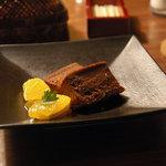 茅乃舎 - ココアとクルミのケーキ