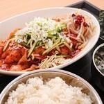 ガーリックモンスター - ランチ定食は780円
