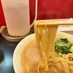 ますたにラーメン - 麺