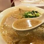 ますたにラーメン - スープ