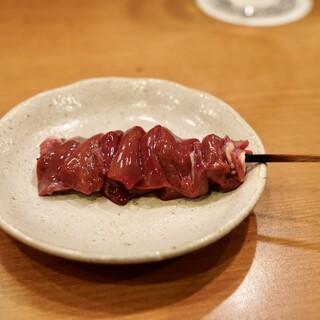 【肉へのこだわり】臭みのない新鮮な地養鶏を味わう。