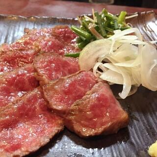地酒に合う肉料理、素材を活かした逸品の数々