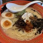マルハチらーめん - 料理写真:赤×黒かさね 玉子入り
