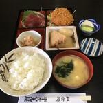 平兵衛屋 - 料理写真:ランチの弁当(刺身・メンチカツ・おでん)