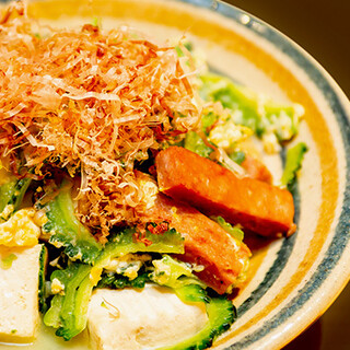 毎日航空便で沖縄から取り寄せる「ゴーヤ&島豆腐」