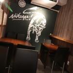 ニクヤ バーガーズ - 店内テーブル席
