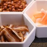 本場四川串鍋 牛華八婆 - 料理写真:前菜の三種盛り