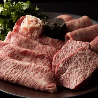牛肉の「サシ」の最高位12てん(点)を使用