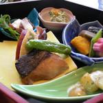 12633764 - 和洋のお料理がぎっしり。