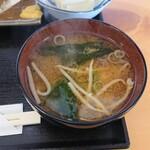 田舎の居酒屋 かじや - 味噌汁(アジフライ定食)