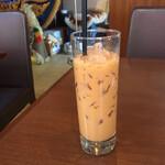 ジャイタイ ナスカ - オレンジ色のニクいやつ。タイアイスミルクティー。