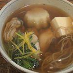 八兵衛 - かきそば(卵でとじてないもの) 1575円