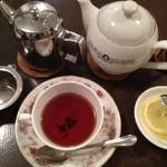 12635325 - フルセットで提供される紅茶