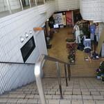 手打蕎麦 あすなろ - ◆B1◆階段を降ります♪左側になります。♪