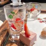 イグレック ベガ - 苺のジュレ&苺のババロア