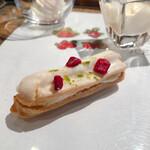 イグレック ベガ - 苺のミニエクレア