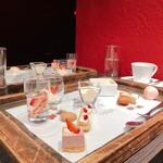 イグレック ベガ - 10種類のデザートプレート 2月のテーマ 苺とホワイトチョコ