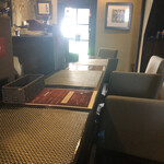 carnegico - 入り口入ってすぐはカウンター席
