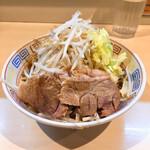 陸 - らーめん少なめ750円麺カタメ野菜マシ