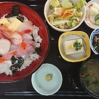 海鮮丼ぶりや天ぷら定食を、ランチでお得に愉しむ