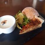 126401232 - キッシュ・サラダ・スープ・パン