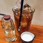 シーエムツー カフェ - アイスティー 200円 氷、驚異の8個入り(〃▽〃) 水上に山脈できています⭐️