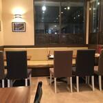 カフェ&シーフードバルべセル - テーブル席