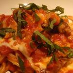 モラトリアム - ムール貝とモッツァレッラチーズに赤ワイン風味トマトソースのスパゲッティーニ