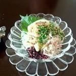 ハマトラ - イカソーメンの温玉赤ウニのせ