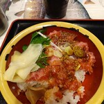 タカマル鮮魚店 - まぐろネギトロ丼(すいません、食べかけです)