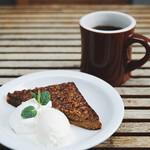 SMOKEHOUSE - ピーカンパイ/ホットコーヒー by THE ROASTERY