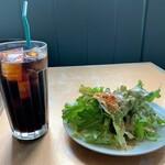 ペペキッチン - ペペキッチン@弘前 ランチセットのサラダとアイスコーヒー