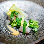 しまなみふれんち Murakami - コチと石鯛のカルパッチョ、 海老のお出汁を煮詰めてマヨネーズと和えたソース、 菜の花とバジルのエスプーマ